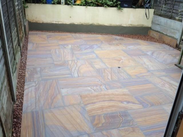 Slate patterned patio area