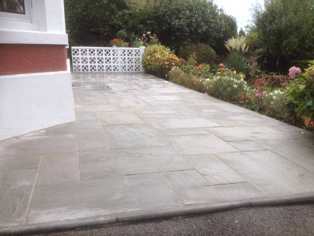 Patio in slate affect