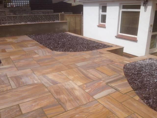 Gravel and designer patio rear garden 4